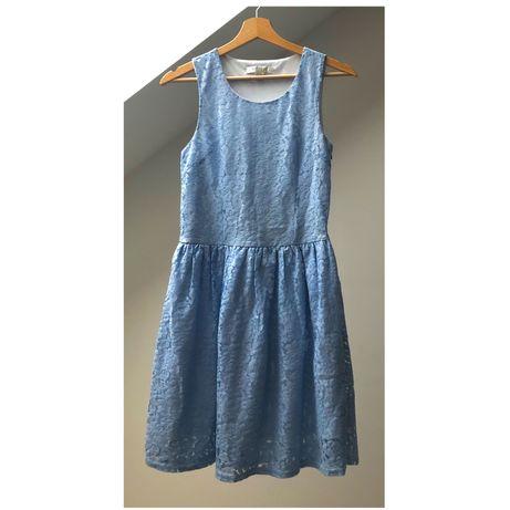 Błękitna koronkowa sukienka New Yorker