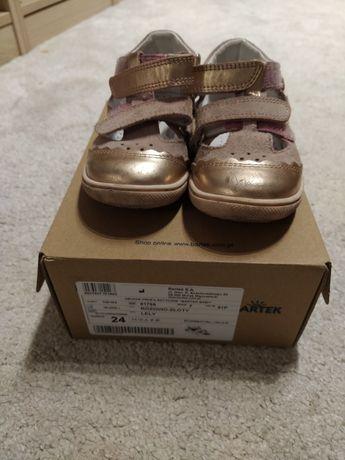 Czółenka / zabudowane sandały Bartek