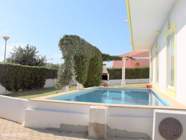 Magnífica Moradia T6 com piscina e perto da praia de Altura