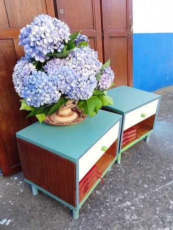 Duas mesas de cabeceira restauradas, posso entregar em Almada, Lisboa.