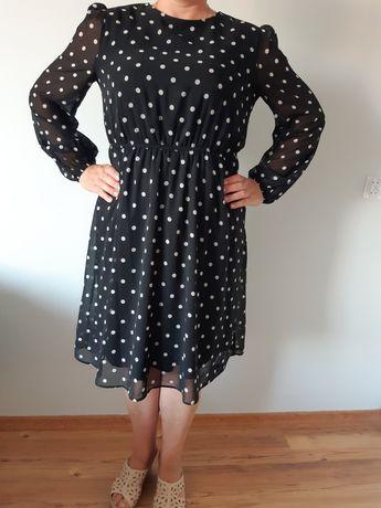 Czarna sukienka w białe kropki
