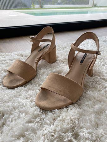 Sandálias Nude Camurça Zara 36