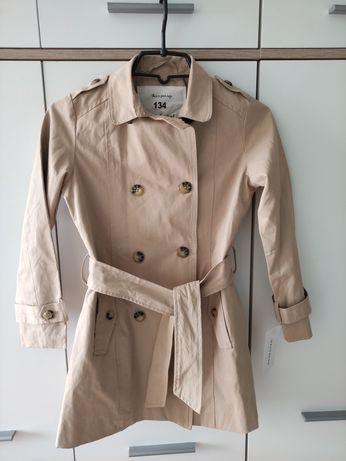 Nowy płaszczyk Reserved r.134