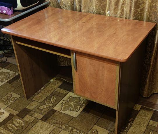 Стол письменный с тумбочкой