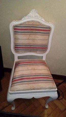 Cadeira antiga restaurada com forro antigo