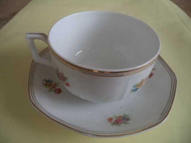 PIres + Chávena em Louça Decorativa  Antiga