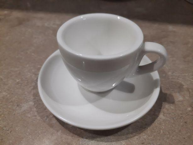Кофейные чашки с блюдцем