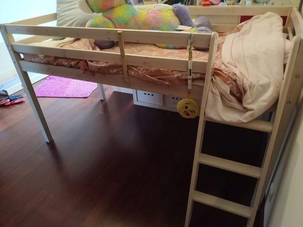 Cama de criança com colchão