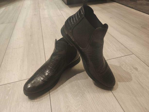 Buty sztylbety w krokodyli wzór