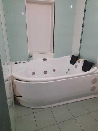 Гідромасажна ванна-джакузі,