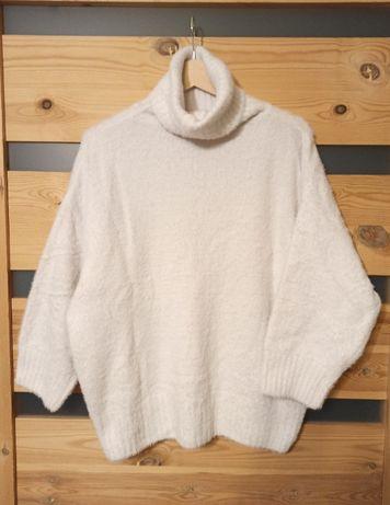 Puchaty biały golf sweter miś futerko
