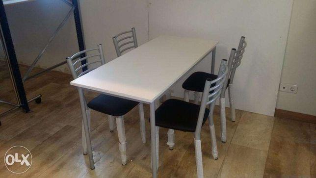 """Mesa branca com 4 cadeiras """"Nova"""""""