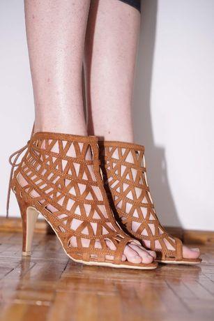 Nowe sandały na obcasie rozmiar 39