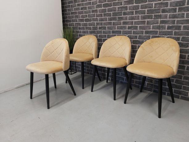 Nowe krzesła tapicerowane beżowy welur.