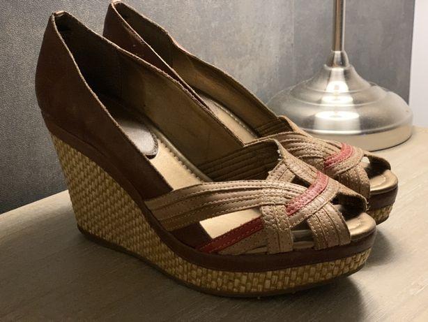 Sapatos de Plataforma Castanhos