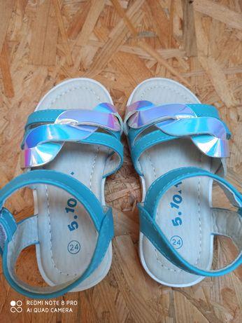Nowe sandały r 24