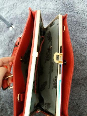 elegancka czerwona torebka Możliwość wysyłki paczkomatem