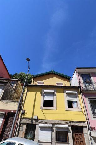 Prédio junto ao Hotel Yeatman Porto, Gaia
