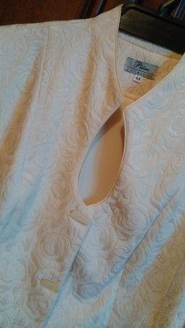 kremowy komplet garsonka żakiet spodnie