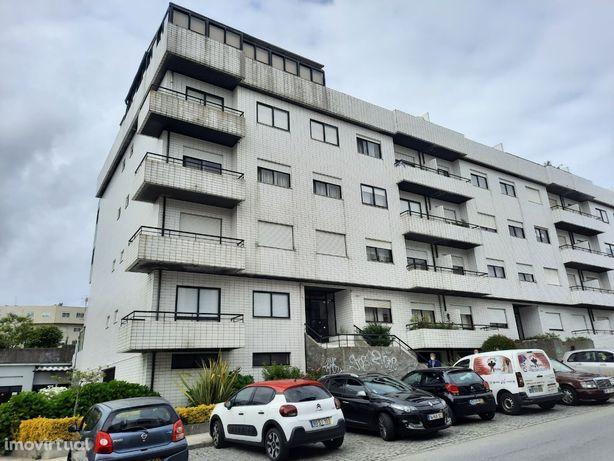 T1, último piso, 3F, terraço 63,5m2, Custóias, Sra. Hora