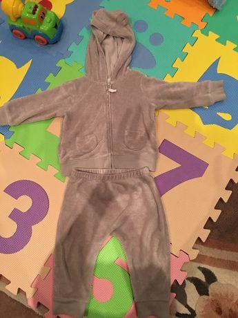 Продам махровый костюм фирмы Carters