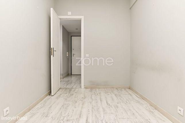 Apartamento T1 renovado na Quinta das Palmeiras, Oeiras
