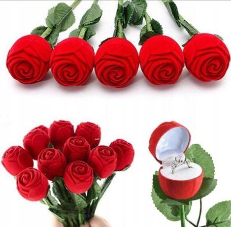 Pudełko na pierścionek zaręczynowy róża
