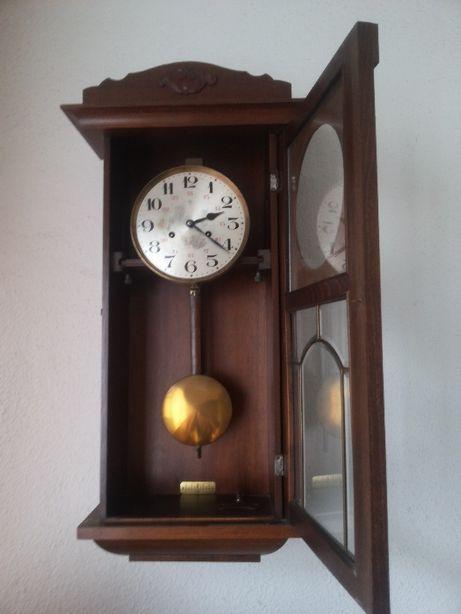 Relógio de Parede com pêndulo Junghans (Déc. 1920)
