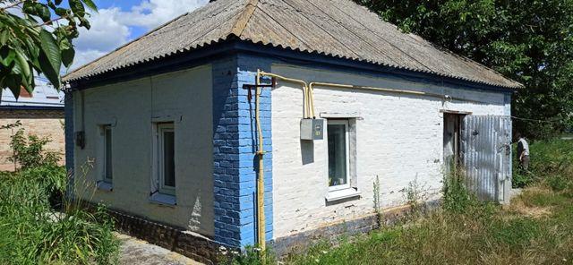 Невеликий будинок придатний для житла - є фундамент під новий будинок