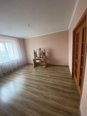 2-х кімнатна квартира з ремонтом та меблями, цегляний будинок