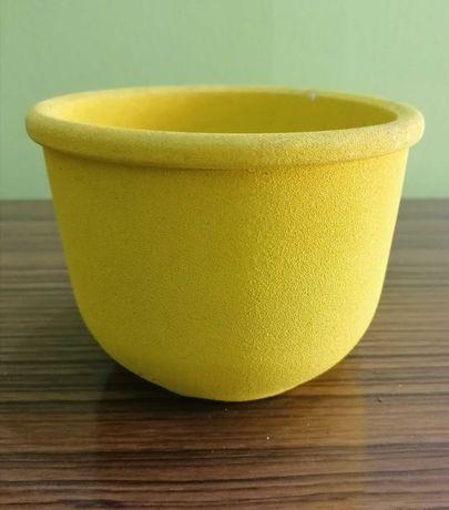M563. Doniczka ceramiczna żółta