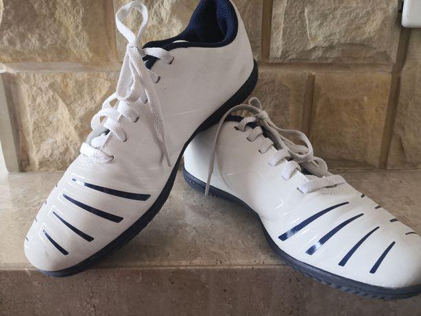 Buty halówki piłkarskie