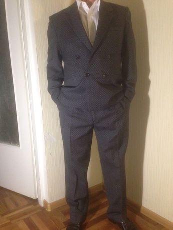 Продам мужской классический костюм (двойка)