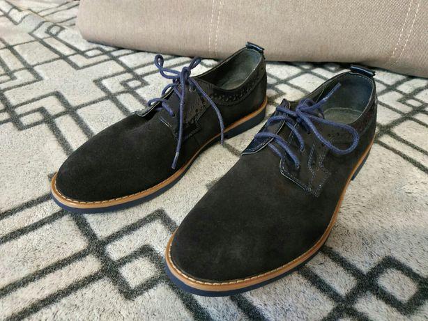 Продам новые замшевые детские туфли
