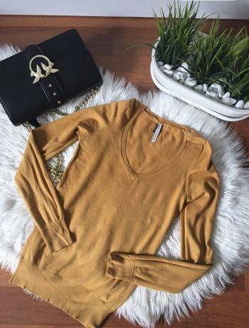 Musztardowy sweterek Bershka S
