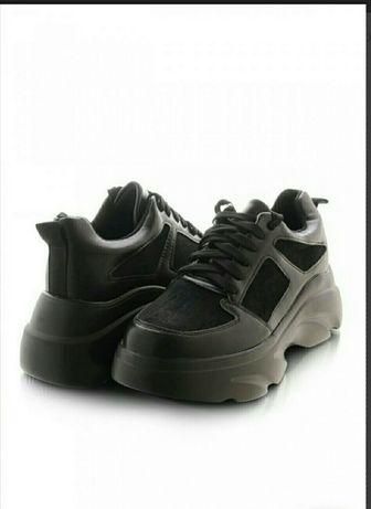 Женские черние кроссовки