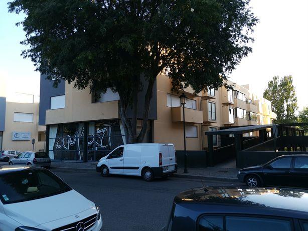 Aluga se apartamento T3 /Garagem em frente ao castelo de chaves