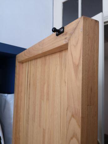 Roupeiro em madeira maciça