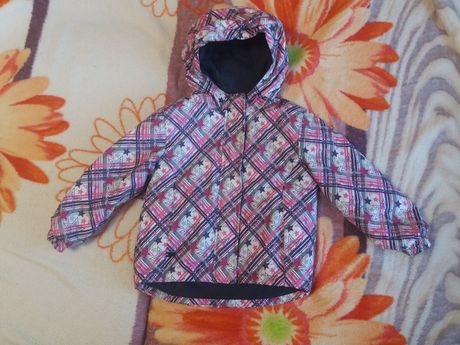 демисезонная курточка для девочки 98-104 рост
