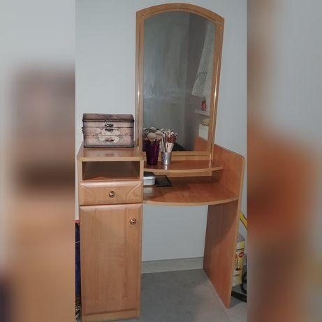 Toaletka używana z lustrem
