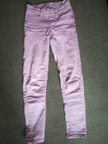Spodnie r. 134