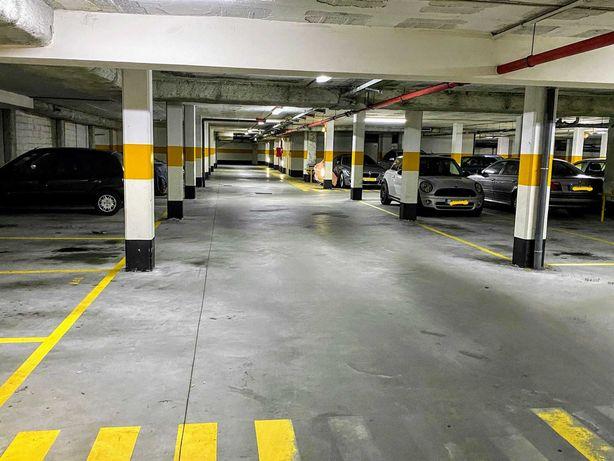 Imperdível lugar de garagem com vigilância 24h