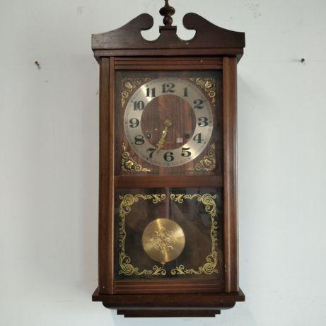 Stary zegar wiszący.