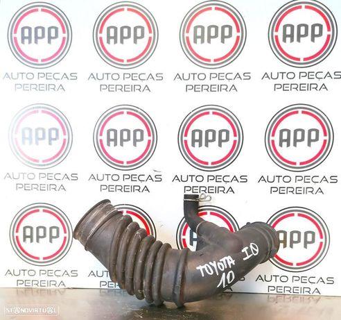 Tubo de admissão ar Toyota IQ 1.0 de 2010.
