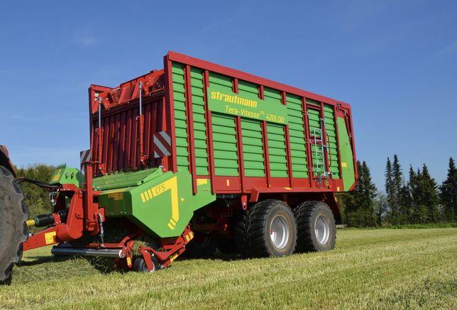 Usługowy zbiór traw nowa przyczepą STRAUTMANN