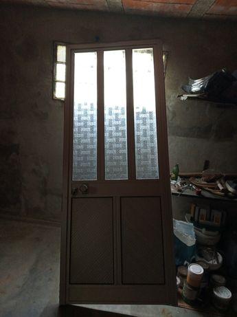 porta em alumínio