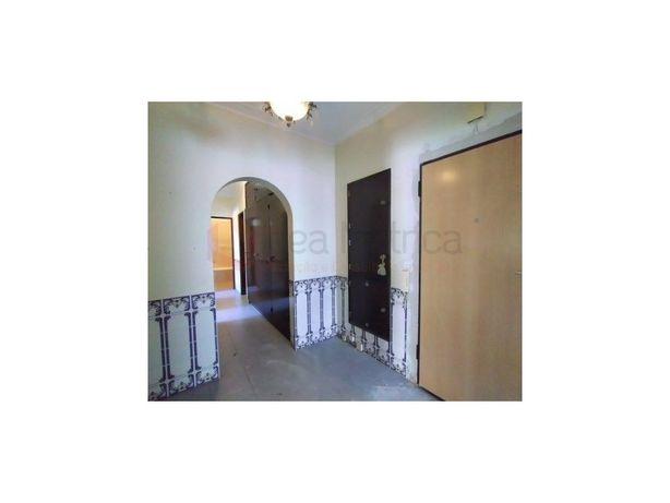 Apartamento T3. Carnaxide