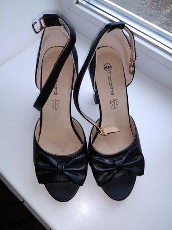 Туфли (босоножки) женские