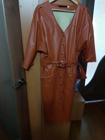 Платье из экокожи, рукав три четверти с поясом