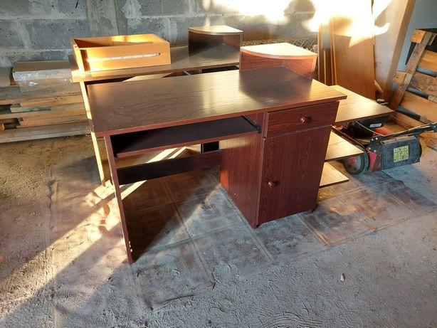 Oddam dwa biurka w dobrym stanie